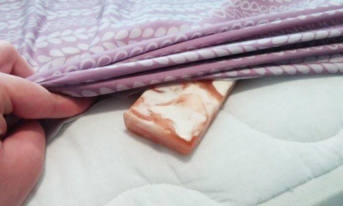 No te imaginas cómo pueden mejorar tus noches si pones un jabón bajo las sá..