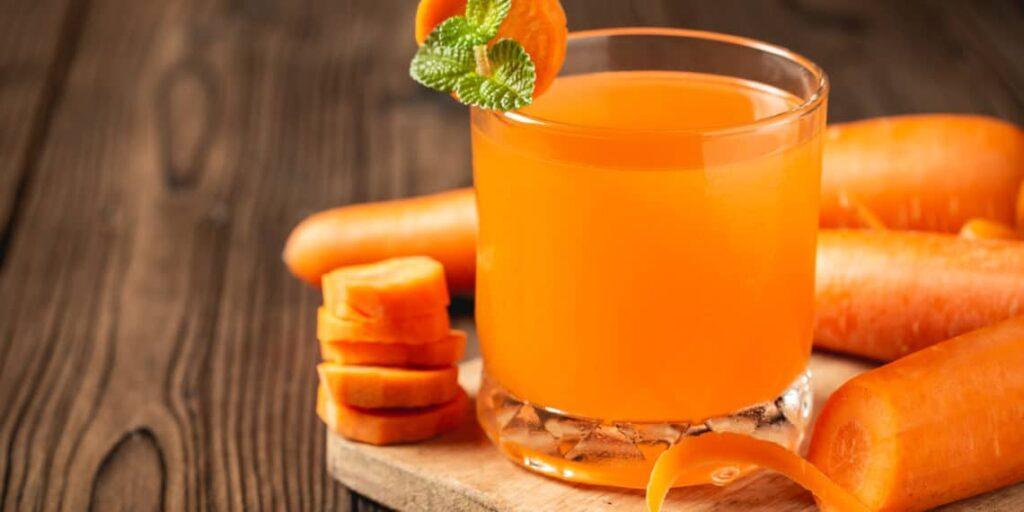 Jugo de zanahoria y pepino para la limpieza de los riñones
